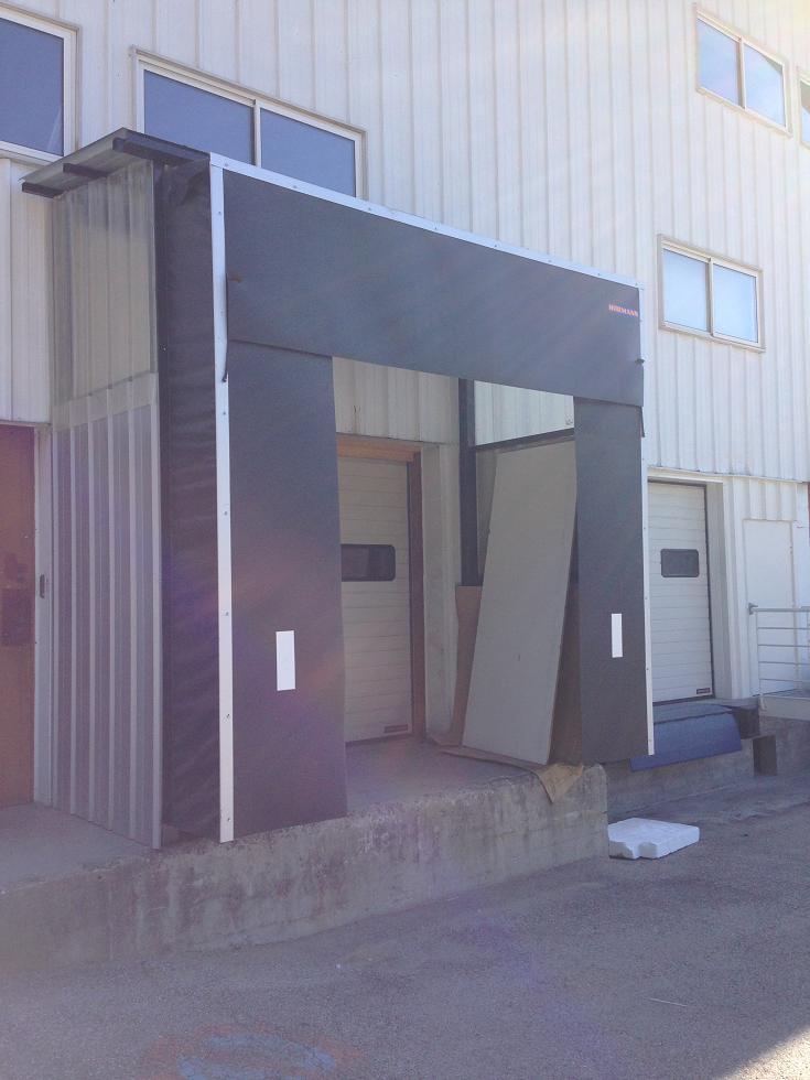 Abri de quai + Porte sectionelle
